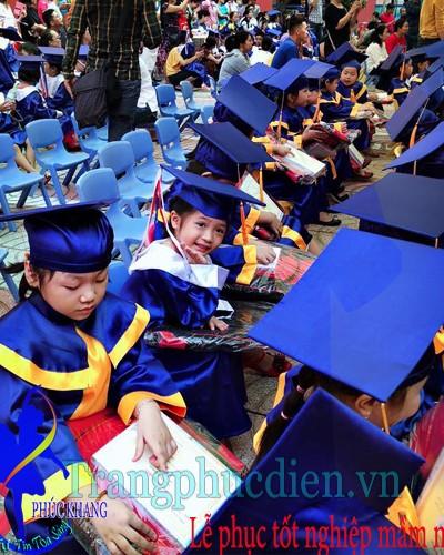 Áo tốt nghiệp mầm non